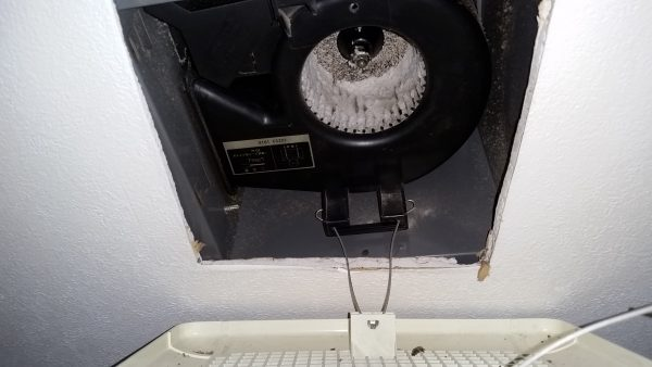 立川市浴室多機能換気扇とトイレ換気扇クリーニング