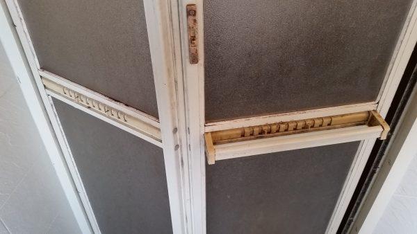 海老名市浴室クリーニングドアの汚れ